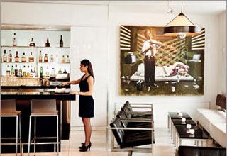 Khách sạn là nơi trưng bày những tác phẩm nghệ thuật đương đại của chính Ralph Burnet. Ảnh: CNN