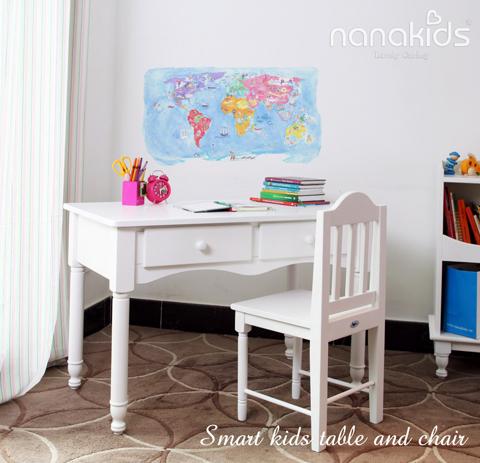 Không gian riêng cho bé là nơi nghỉ ngơi, vui chơi, học tập, để bé thoải mái thể hiện khả năng sáng tạo và phát triển tính tự lập. Thiết kế theo phong cách cổ điển, bàn học Smart Kids Table and Chair mang đến cho các bé một không gian học và chơi, lưu giữ nhiều kỷ niệm của tuổi thơ.