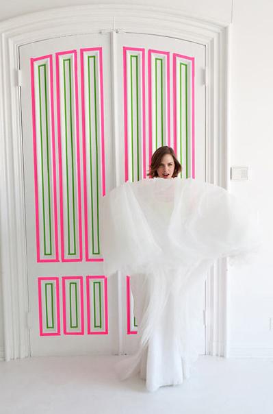 Với cuộn băng dính màu hồng và màu xanh, bạn đã có thể khiến con cái hào hứng muốn khám phá phòng riêng.