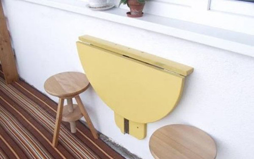 Kiểu bàn gấp rất đơn giản bạn có thể nhờ thợ mộc đóng rất dễ dàng.