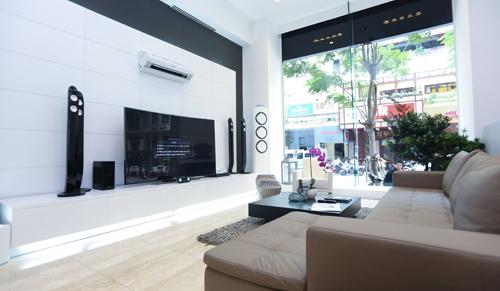 Tối ngày 10/9, Samsung đã ra mắt Samsung House tại số 88 Đồng Khởi, quận 1, TP HCM. Đây là một không gian sống hiện đại và thông minh, nơi hiện thực hóa phong cách sống This Is Living được Samsung công bố vào đầu tháng 8 vừa qua.