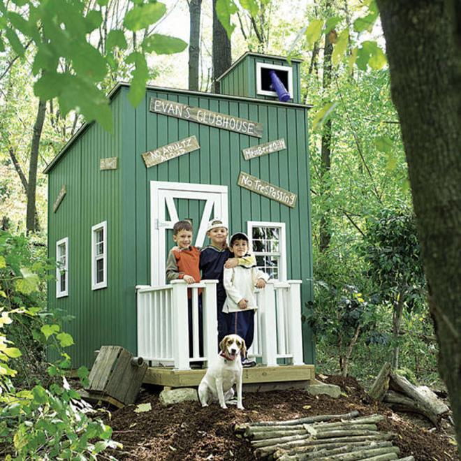 <p> Ngôi nhà gỗ đặt trong rừng là nơi vui chơi lý tưởng cho các cậu nhóc cùng chú cún cưng.</p>