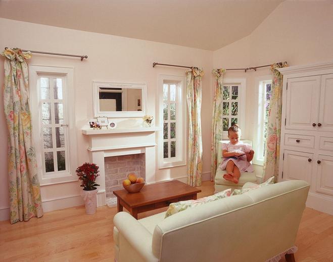 <p> Bên trong nhà có tiện nghi với nội thất, hệ thống chiếu sáng, sưởi ấm, máy điều hòa đầy đủ.</p>
