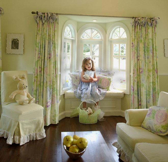 <p> Trẻ có thể lựa chọn thêm đồ, rèm cửa, đem đồ chơi, sách vào trong ngôi nhà riêng.</p>