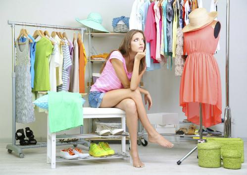Phụ nữ có thể mất nửa tiếng đồng hồ lục tung tủ quần áo mà không biết mặc gì.