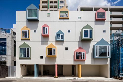 Trường mầm non nhiều màu sắc ở Sendai (Nhật) do KTS Masahiko Fujimori thiết kế.