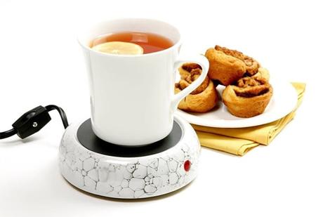 Chiếc bình giữ nhiệt hoặc thiết bị đun nóng mini sẽ giúp bạn luôn có nước ấm để uống.