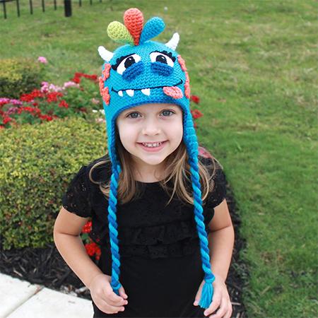 Cô bé Briannađược mẹ tặng nhiều kiểu mũ đẹp.