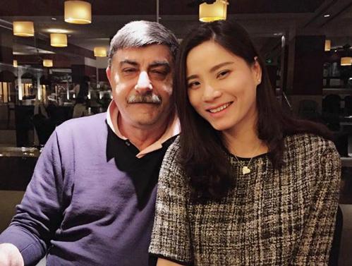 Chị Tuyết hạnh phúc bên người chồng Italia hơn mình 20 tuổi.