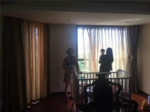 Nàng dâu và mẹ kiên quyết bám trụ lại căn nhà vốn là của bố mẹ chồng.