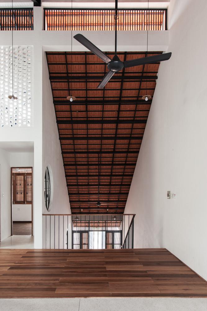 Với tiêu chí hạn chế sử dụng điều hòa không khí, ngôi nhà vẫn mát mẻ quanh năm.