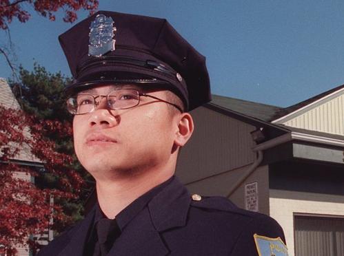 ÔngTrương Duy Nhạc năm 2000, khi làm ở sở cảnh sát Springfield. Ảnh: Masslive.