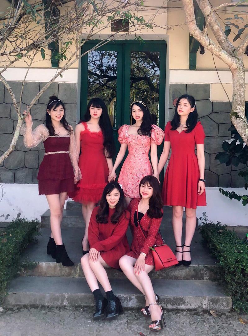 6 chị em đều tên An ở thành phố Đà Lạt khiến cộng đồng mạng nhầm tưởng họ là nhóm bạn thân chứ không phải chị em, bởi tất cả có ngoại hình, chiều cao và độ tuổi gần tương đương.