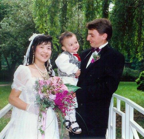 Đám cưới của anh chị được tổ chức sau 3 năm xa nhau, cậu con trai