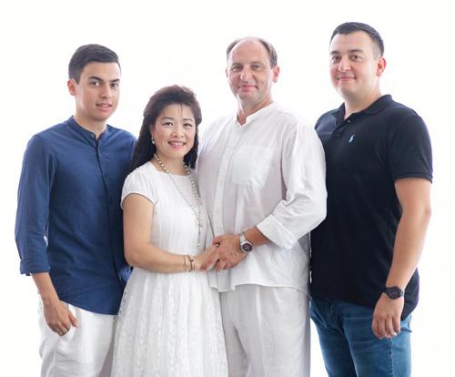 Gia đình hạnh phúc của chị Nga - anh Tilo.