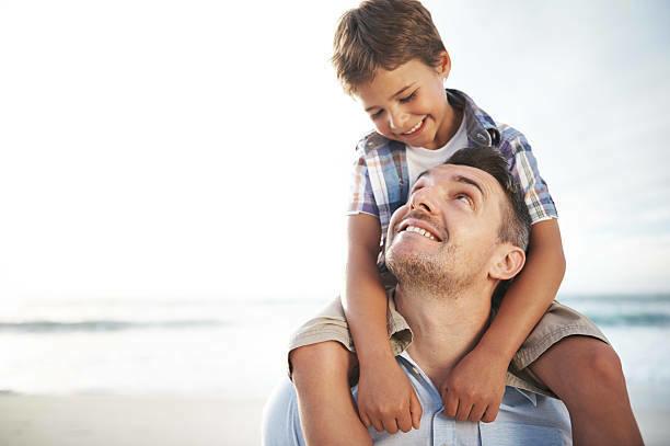 Theo Sam, nếu sinh con sớm, người cha sẽnhiều thời gian bên con trong cuộc đời hơn. Ảnh: Blue Maize.