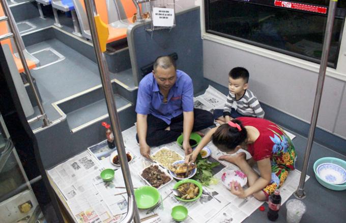Gia đình tài xế Thái Phương chọn xe bus làm nhà từ tháng 2/2019. Ảnh: Mộng Diệp.