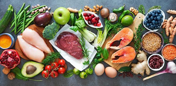 Để cơ thể khỏe mạnh, mỗi người cần ăn đủ 4 nhóm thực phẩm.