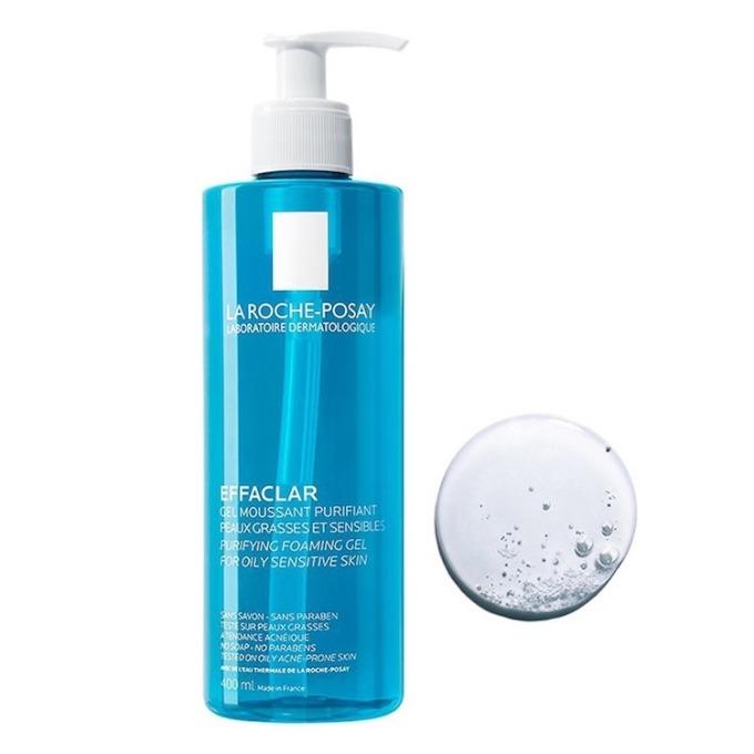 Gel rửa mặt tạo bọt La Roche-Posay Effaclar Purifying Foaming Gel có tác dụnglàm sạch và giảm nhờn cho da dầu nhạy cảm. Sản phẩm có độ pH trung tính 5,5, thích hợp sử dụng cho da nhạy cảm và da mụn. Dạng gel trong, dễ tạo bọt và massage trên mặt, làm sạch bụi bẩn. Công thức không chứa dầu, không cồn nên không gây kích ứng cho da. Chai dung tích 400 mlcó giá 399.000 đồng, giảm 24% so với giá gốc.
