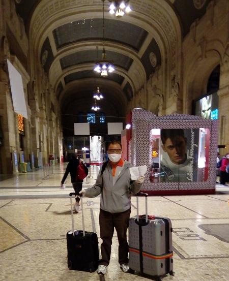 Ông Dân dừng chân ở nhà ga Milan, kết thúc hành trình 33 giờ từ Việt Nam sang Italy. Ảnh: Nhân vật cung cấp.