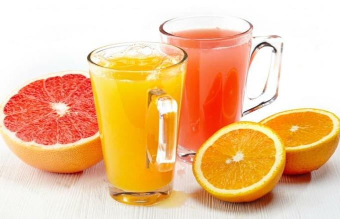 Nước hoa quả ép là nguồn dinh dưỡng, vitamin, khoáng chất dồi dào lại dễ tiêu hóa cho người cao tuổi.