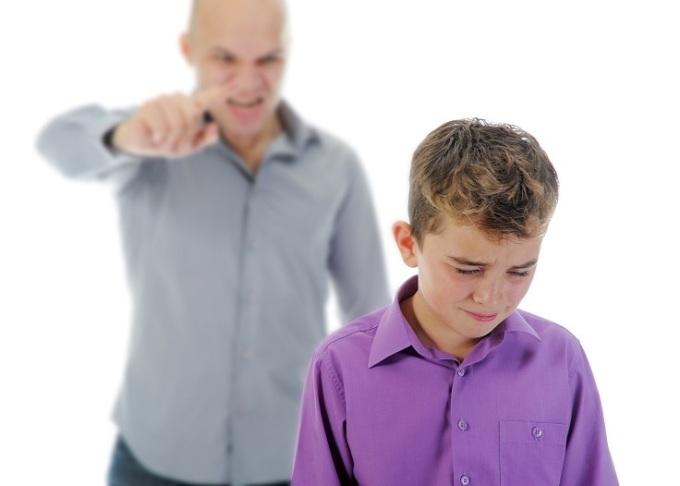 Tác động của bạo lực ngôn ngữ mạnh không thua gì bạo hành thể chất. Ảnh: Parenting.com.