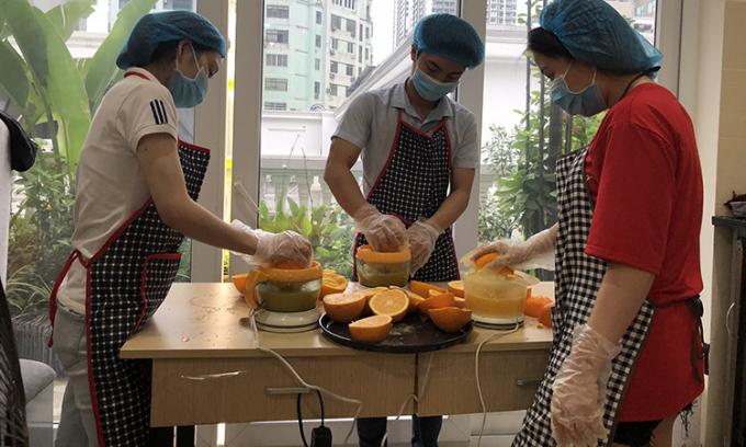 5.000 chai nước cam tặng bác sĩ tuyến đầu chống dịch