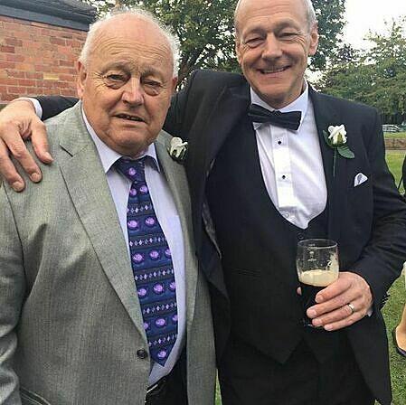 Ông Keith (phải) thiệt mạng 2 tuần trước và con trai Richard. Ảnh: Mirror.
