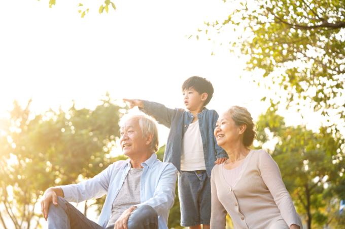 Người già cần sự quan tâm nhiều hơn từ người thân để đảm bảo sức khoẻ tinh thần và tránh cảm giác cô đơn, lạc lõng sau khi về hưu.