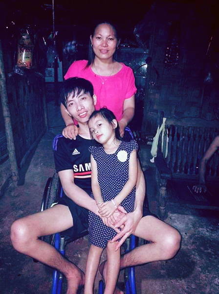 Gia đình nhà anh Vịnh, chị Hoa và con gái năm nay đã 7 tuổi. Ảnh:Nhân vật cung cấp.