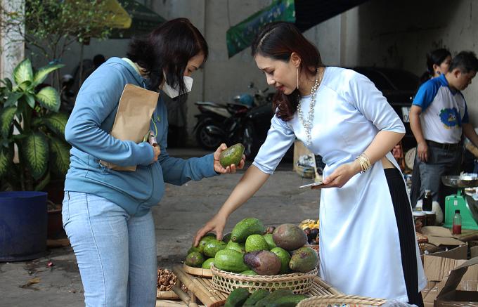 Tất cả những loại nông sản ở chợ quê đều đảm bảo được trồng bằng phương pháp hữu cơ. Ảnh: Diệp Phan.