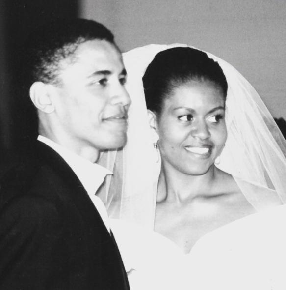 Vợ chồng Obama trong ngày cưới. Ảnh: Michelle Obama.