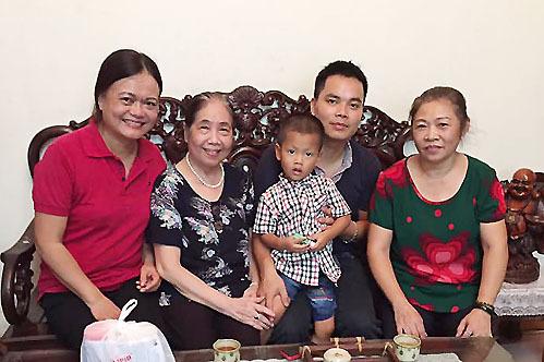 Người phụ nữ 75 tuổi 'hành khất'… cho người dưng