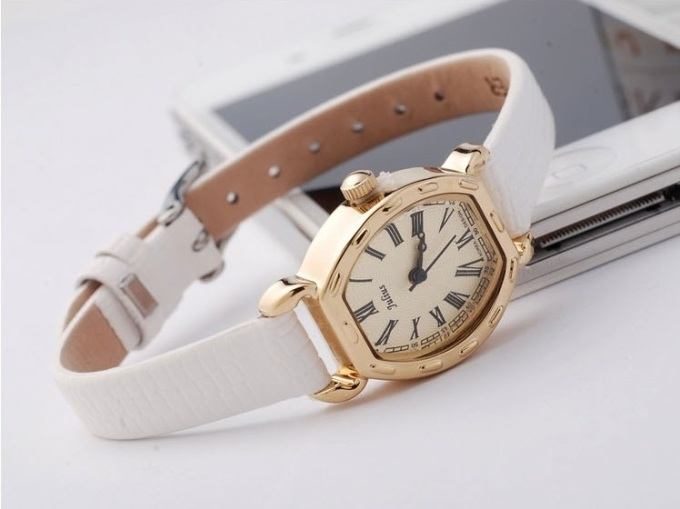 Đồng hồ dây mảnh nữ tính