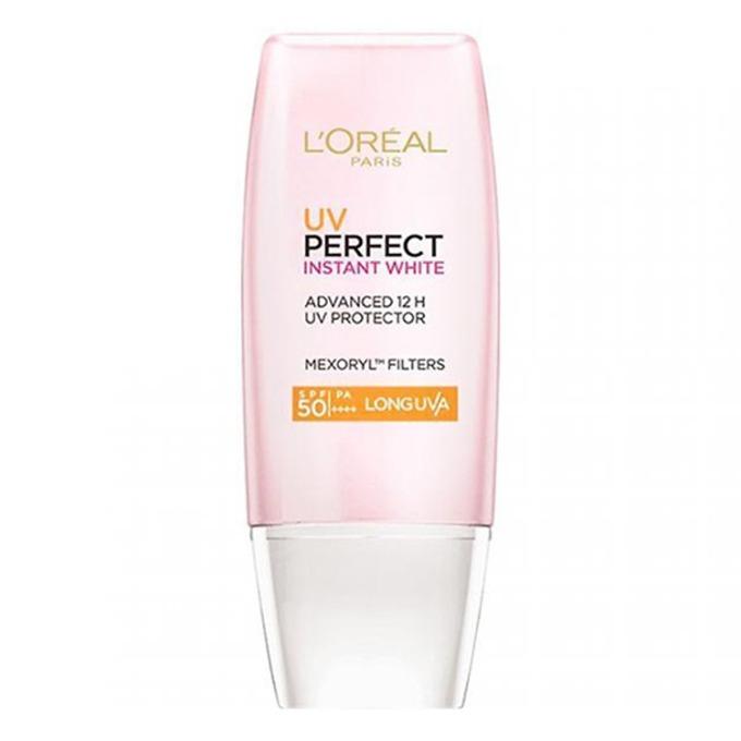 Kem chống nắng sáng hồng da Loreal SPF50 PA UVP 30 ml có tác dụng giúp bảo vệ da trước tác hại của ánh nắng trong vòng 12h. Sản phẩm chứa các thành phần color equalizer giúp làm đều màu da, dưỡng da sáng hồng tự nhiên. Kem có thể dùng thay thế cho lớp lót trang điểm. Ngoài ra kem còn chứa phức hợp anti-oxydant và activa-cell tạo nên lớp màn bảo vệ da hiệu quả, bổ sung collagen và tăng độ đàn hồi cho da. Sản phẩm có giá 129.000 đồng, giảm 13% so với giá gốc.
