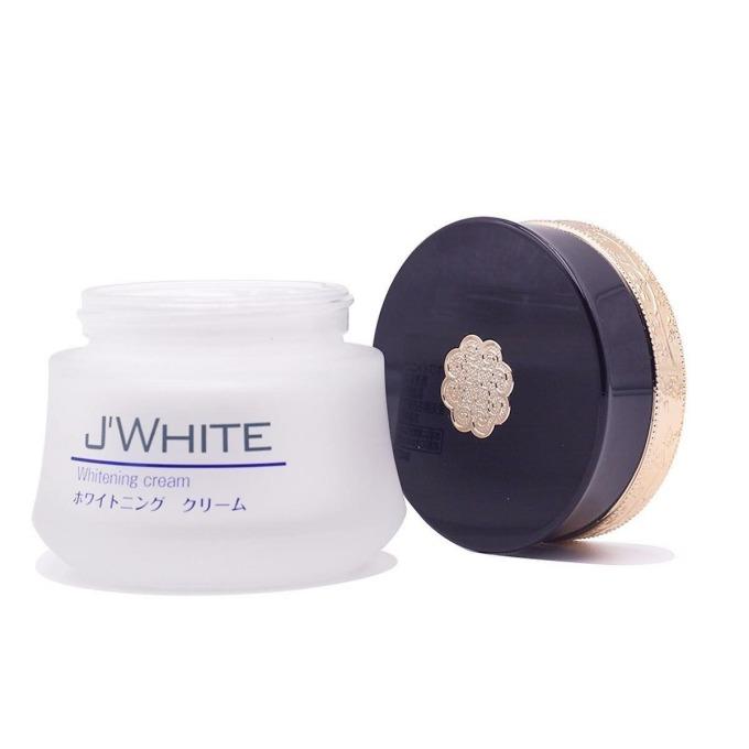 Kem dưỡng trắng da Nhật Bản JWhite Whitening hiện có giá ưu đãi đến 43% trên Shop VnExpress, giảm còn 339.000 đồng (giá gốc 595.000 đồng). Ngoài tác dụng dưỡng trắng, kem còn giúp tái tạo lại làn da bị hư tổn, ngăn ngừa nám lâu năm. Các vết nám mới phát cũng có thể giảm mờ nếu dùng thường xuyên. Kem cũng hỗ trợ đẩy lùi quá trình lão hóa.