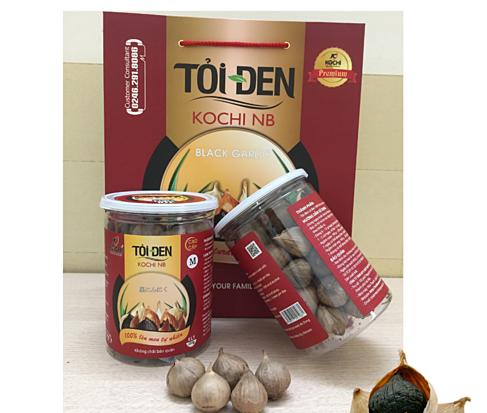 Mua một hộp tỏi đen Kochi cao cấp 250 g tặng một hộp trà tỏi đen 150 g giảm 43% còn 340.000 đồng. Sản phẩm được chọn lựa cẩn thận từ khâu nguyên liệu, kiểm soát chặt chẽ trong quá trình lên men khoảng 60 ngày; mùi thơm dễ chịu, bảo quản dễ dàng.