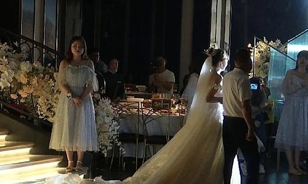 Đám cưới cô Trương chuẩn bị diễn ra thì khách sạn đột ngột mất điện. Ảnh: sohu.