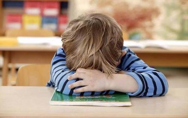 Ngủ trưa giúp trẻ nạp lại năng lượng sau suốt một buổi sáng vui đùa. Ảnh:Aboluowang.