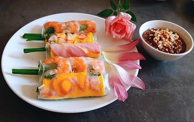 Mẹt thức ăn nhiều món của bà mẹ Hà Nội
