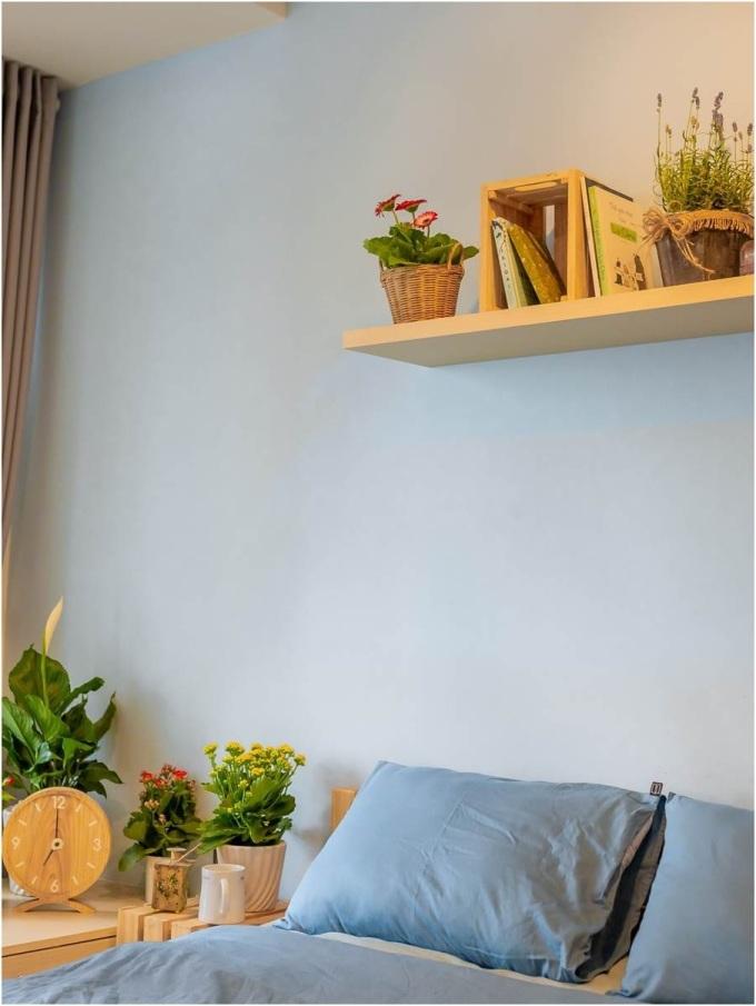 Bố trí các chậu hoa có tác dụng thư giãn tinh thần như Đồng Tiền, Hoa hồng, Lavender trong phòng ngủ là một giải pháp tốt giúp tăng cường chất lượng giấc ngủ.