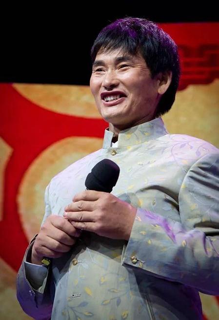 Chu Chí Văn trở thành ca sĩ nổi tiếng vì sở hữu chất giọng cao hiếm có, dù không được học qua trường lớp thanh nhạc. Ảnh: sina.