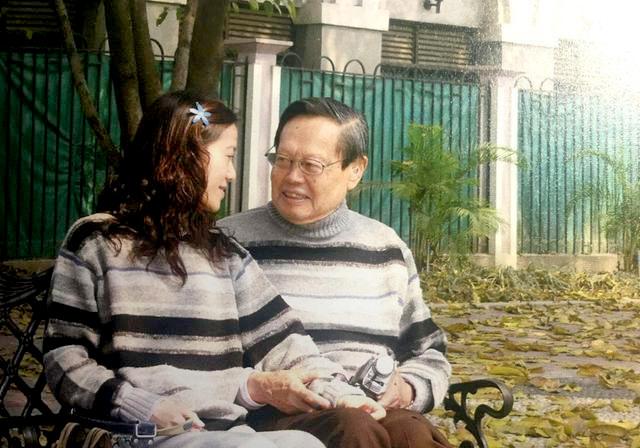 Dương Chấn Ninh và người vợ kém 54 tuổi, Ông Phàm. Ảnh: Sohu.