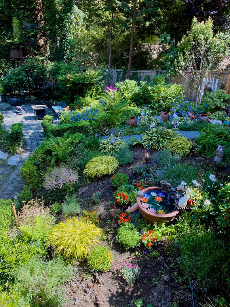 Mẹ Việt khuân chum vại sang Mỹ làm vườn