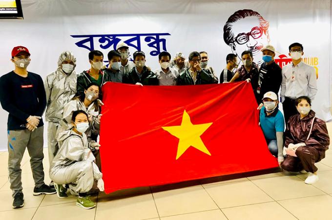 Ngày 2/7, đoàn của anh Nguyễn Quốc Toàn được trở về nước sau hơn 100 ngày bị mắc kẹt tại Bangladesh. Ảnh nhân vật cung cấp.