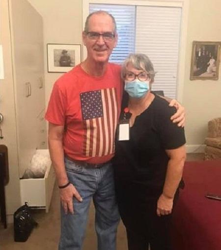 Daneil bên người chồng mất trí nhớ. Ảnh: Facebook Mary Daniel.