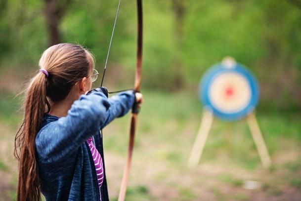 Trong một xã hội không thiếu tiền đã nảy sinh mâu thuẫn giữa việc cha mẹ nuối con cái tham gia trại hè và cái trẻ mong muốn. Ảnh: Businessinsider.