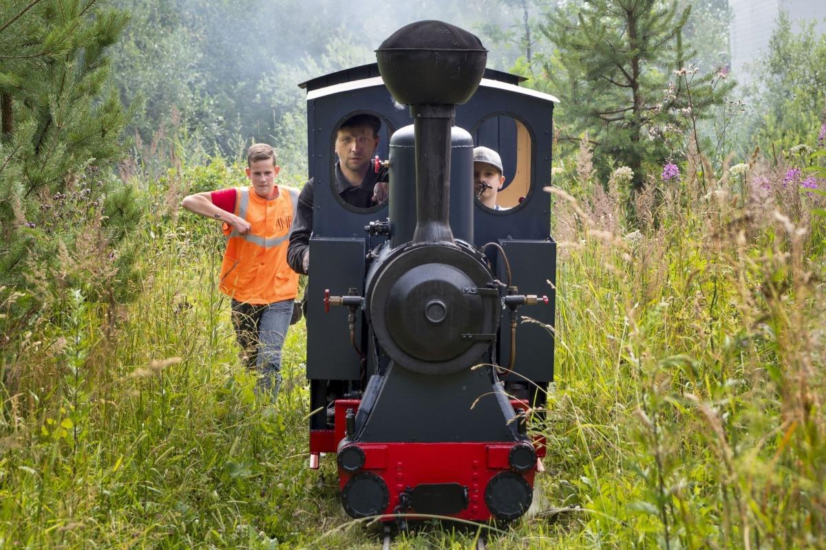 Xây đường sắt tại nhà để thỏa ước mơ