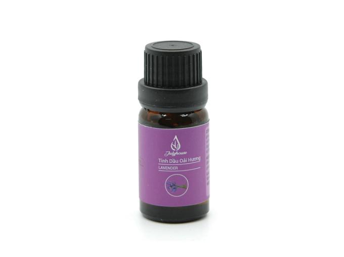 Tinh dầu oải hương Julyhousechiết xuất từ nụ hoa oải hương xuất xứ Bulgari với hương thơm dễ chịu, có khả năng giảm chứng căng thẳng, giảm đau, tăng cường lưu thông máu và điều trị một số bệnh liên quan đến đường hô hấp. Lọ 10 ml đang được bán ưu đãi với giá 79.000 đồng.