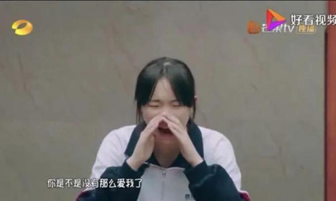 Cô bé trong chương trình Thiếu niên nói đã hét với mẹ khi bà quên sự có mặt của cô trong cuộc sống. Ảnh: sohu.